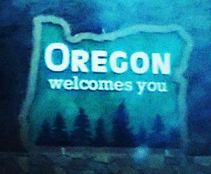I-5 Entering Oregon sign (by Ashland)